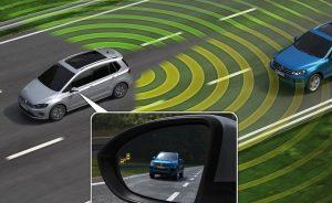 Hệ thống cảnh báo điểm mù xe ô tô có cần thiết không?